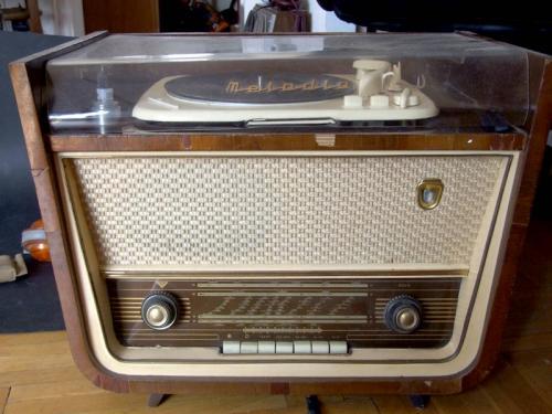 VTRGy Melodia rádió lemezjátszó