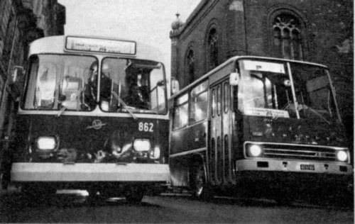 régi ZIU 9-es Trolibusz Ikarus busszal