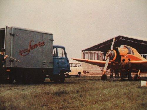 NDK repülőtér részlet, Roburral, Barkassal