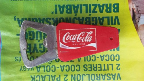 Coca-Cola sörnyitó
