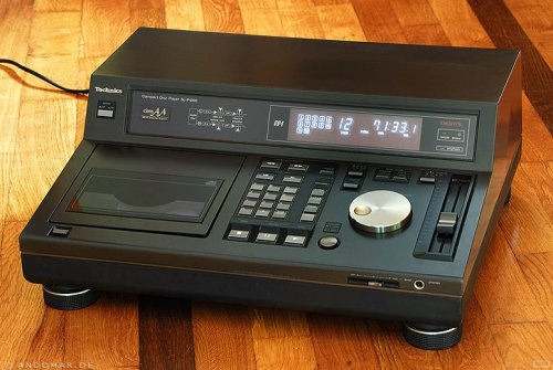 TECHNICS SL-P1200 l CD PLAYER
