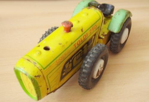 Toldi traktor