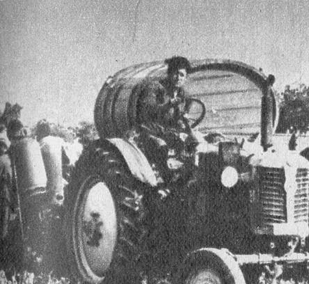 Zetor traktor szüret idején