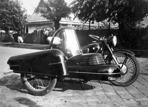 Motorkerékpár oldalkocsik a lakatosműhelyből