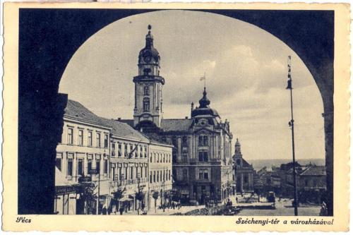 Pécs Széchenyi tér a városházával