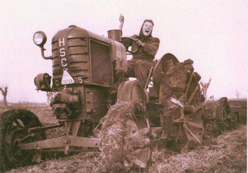 HSCS traktor  - traktoroslány