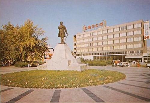 Békéscsaba Körös Hotel és a Kossuth tér
