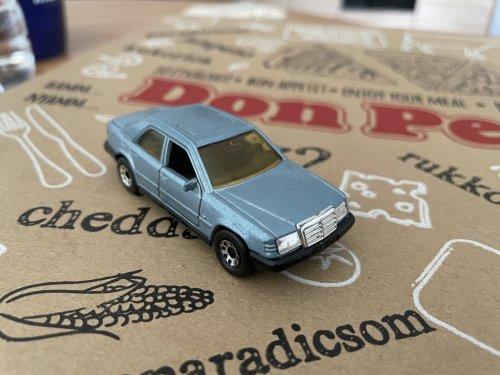 Matchbox Mercedes-Benz E300