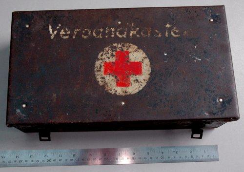 Elsősegély láda 'Verbandkasten'  (német)