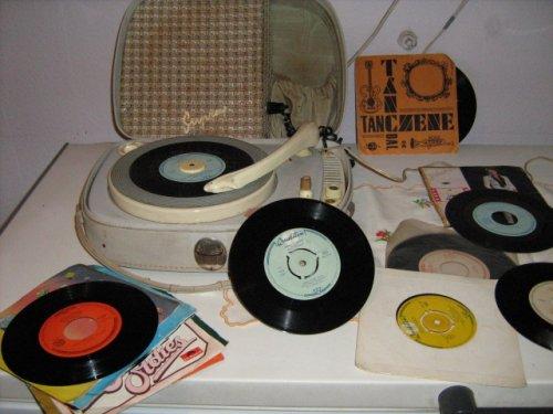 Lemezjátszó kislemezekkel