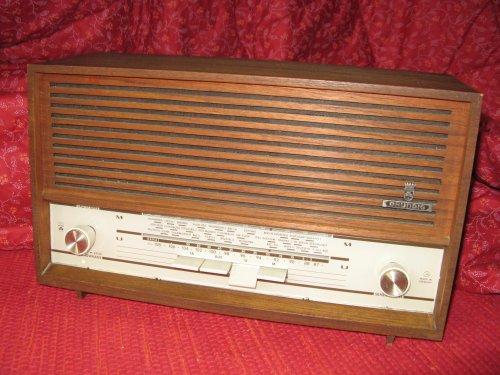 GRUNDIG RF 102 rádió