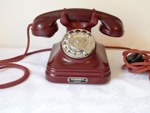 CB 35-ös telefon elegáns színben
