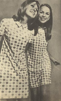 Női ruha alma mintával