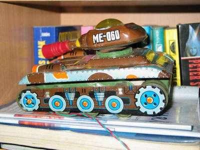 Távirányitós tank lemezből