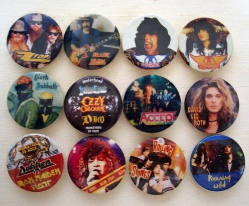 zenei kitűzők a '80-as évekből