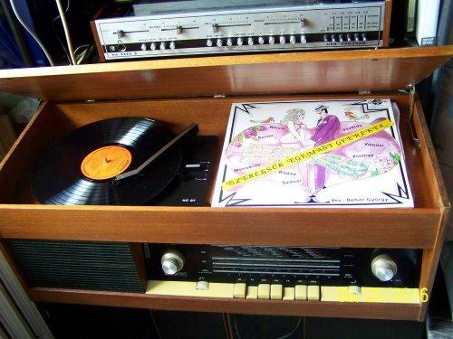 Resprom 102 lemezjátszó + rádió